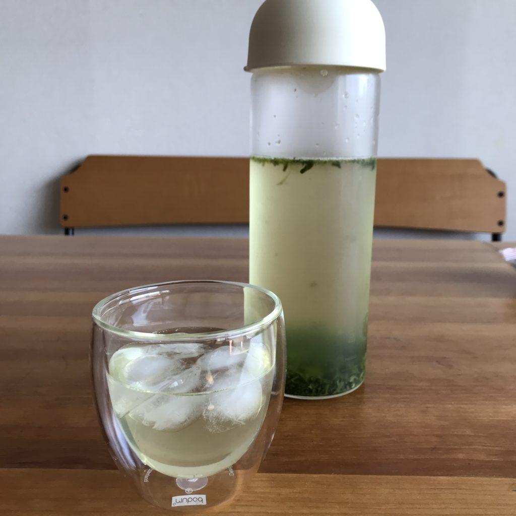 HARIOフィルターインガラスボトルは茶葉を直接入れてもフィルター付きなので便利